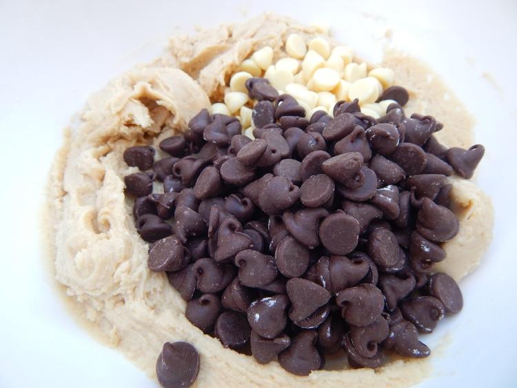Tuxedo Chip Cookies 9